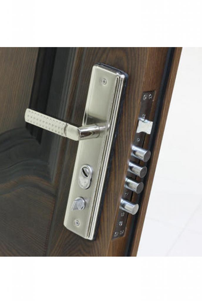 Ручка с замком и задвижкой на входной металлической двери Броня К 550