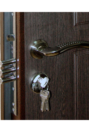 Нижний замок с ключами и ручкой на двери Булат М+2