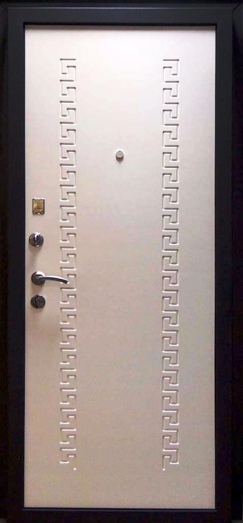 Входная дверь Кондор 8 внутренняя отделка белый шелк