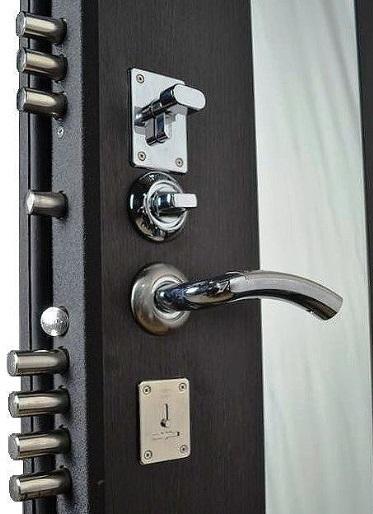 Замки и ночная задвижка на входной двери Гранит Т3