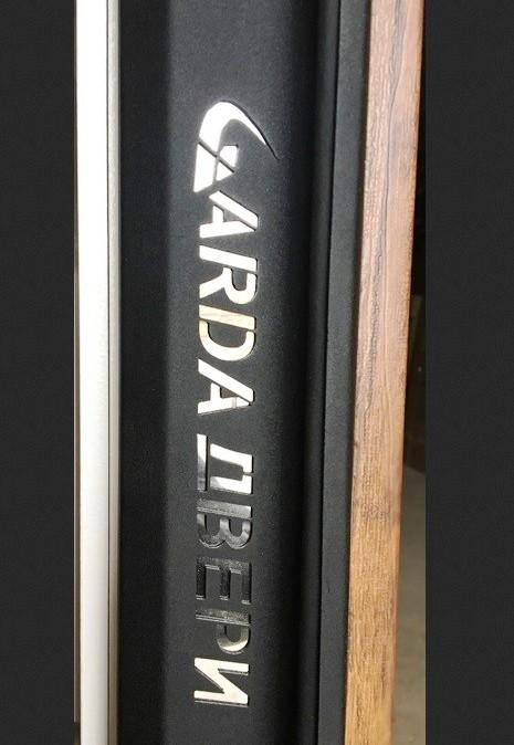 Логотип производителя на торце полотна Гарда ZX