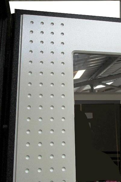 Отделка белый шелк на входной двери Футура Хай Тек Люкс