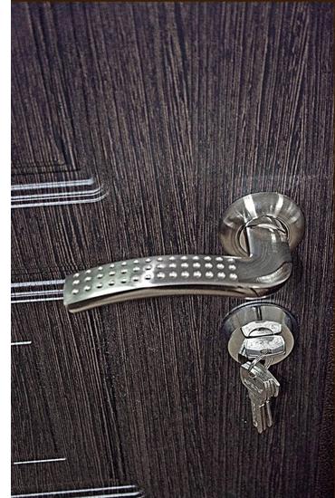 Нижний замок с комплектом ключей на двери Булат М+2